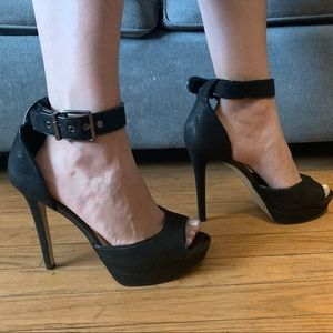 GIANNI BINI Black Patent and Leather Perp Toe Heel